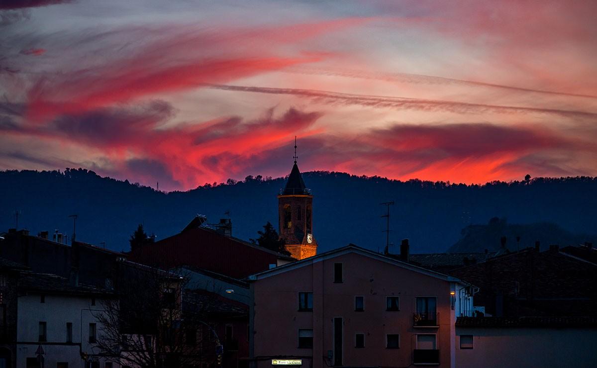 Espectacle de la posta de sol, aquest dimarts a Sentfores, Osona