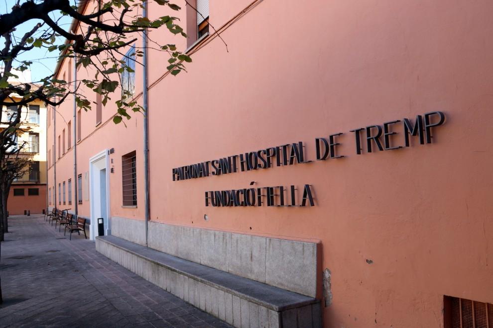 La façana principal de la residència Fundació Fiella de Tremp.