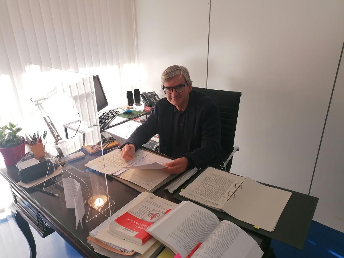 L'advocat Marc Pérez al seu despatx del centre de Terrassa.
