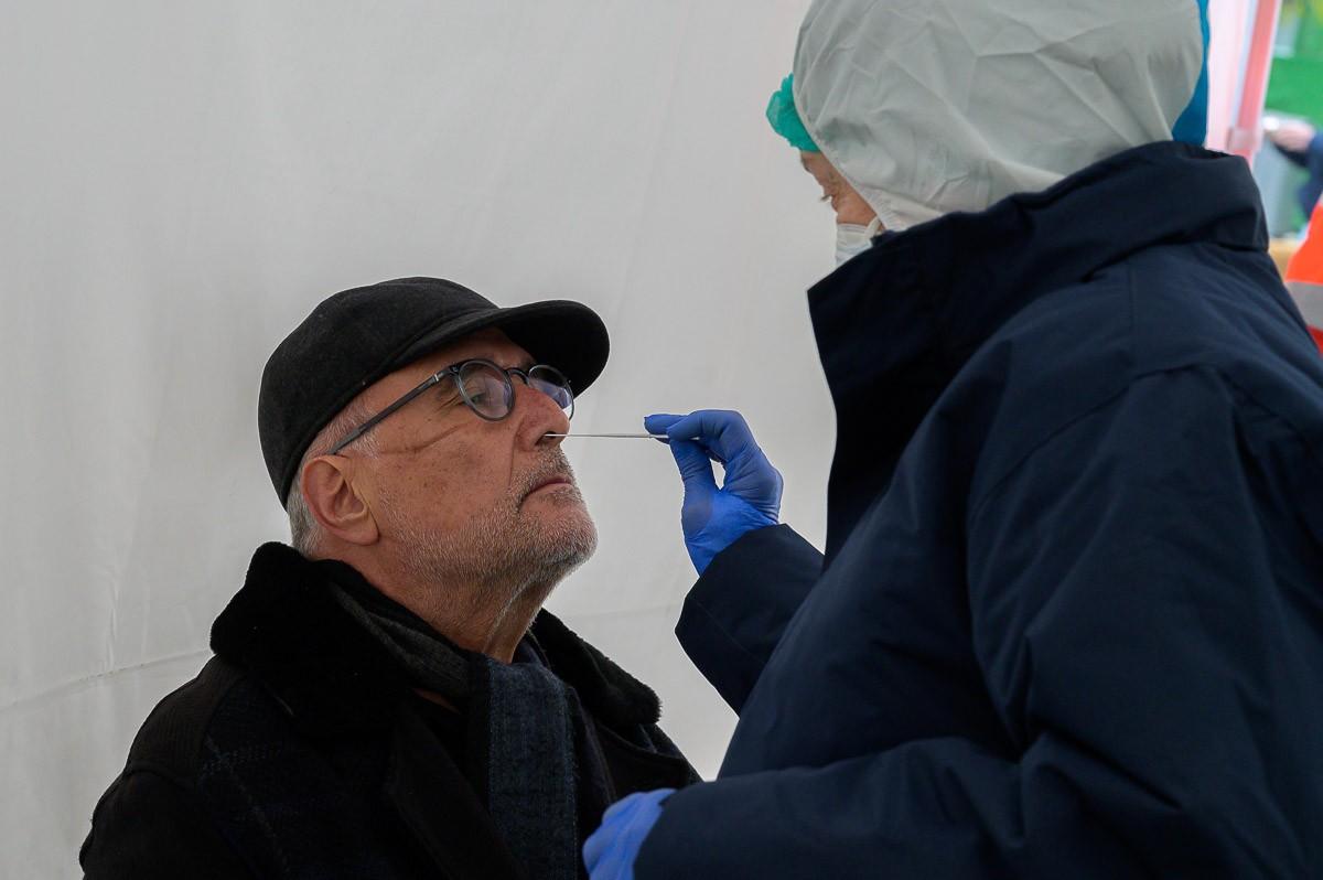 Les polítiques que s'han fet per controlar el virus han posat el sistema sanitari al bell mig de tot.