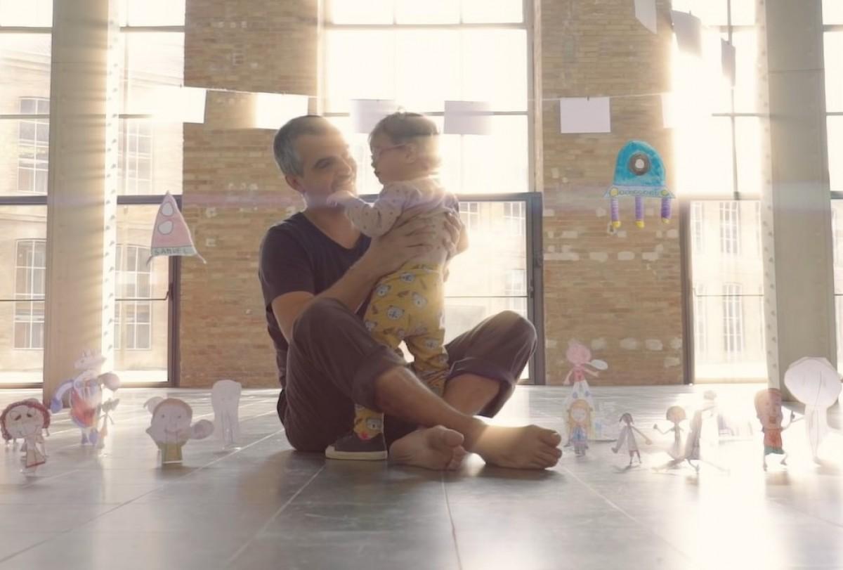 Fotograma del clip «Mirada estràbica»