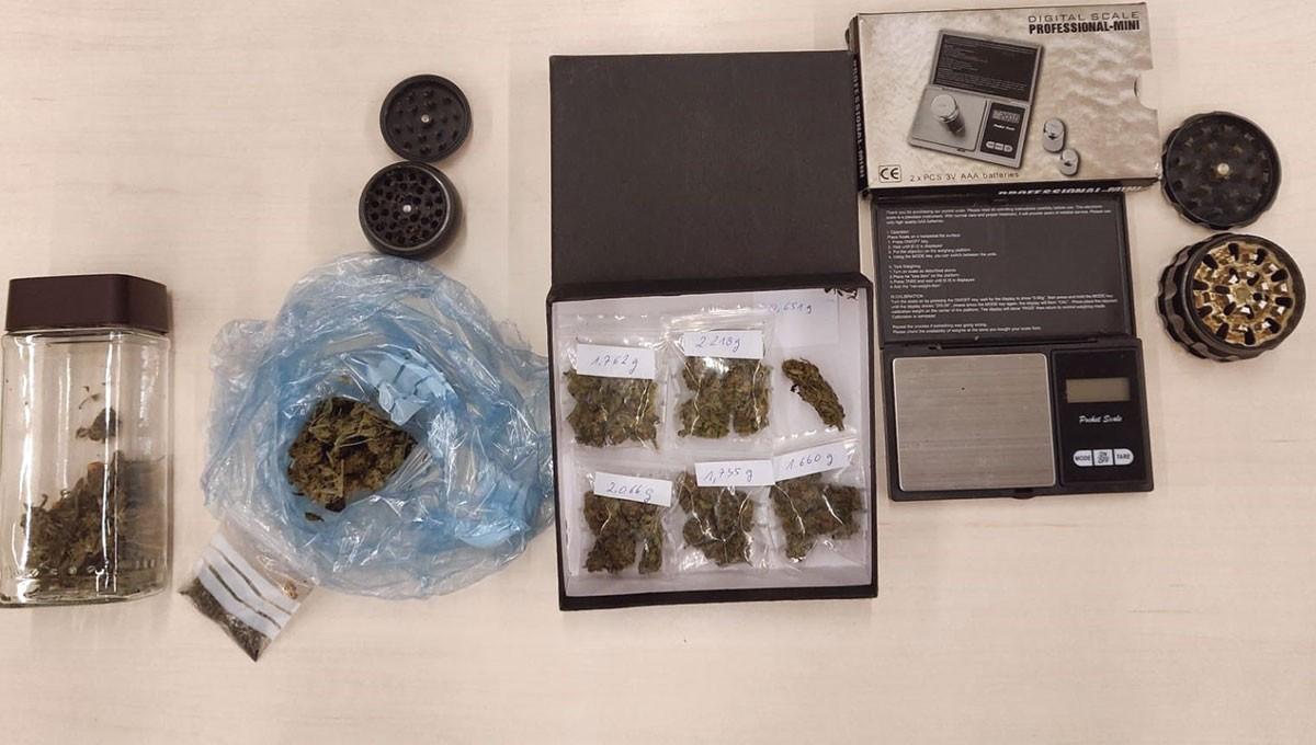 Marihuana i material confiscat.