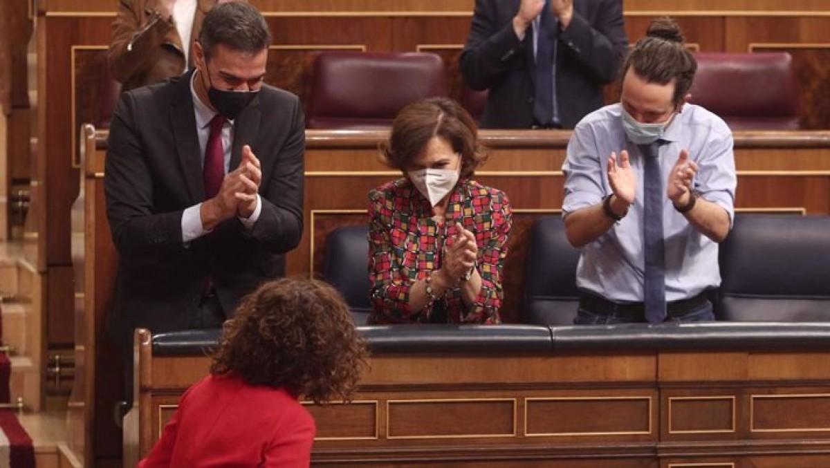 Sánchez, Calvo i Iglesias, en el moment de l'aprovació