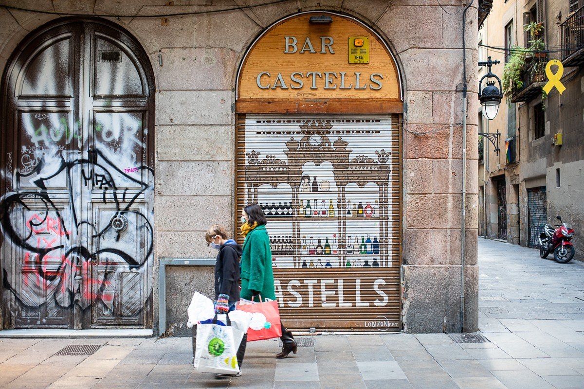 Persones amb mascareta pels carrers de Barcelona