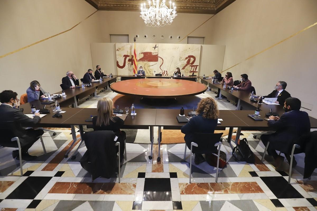 El Govern reunit per aprovar el decret d'ajornament de les eleccions