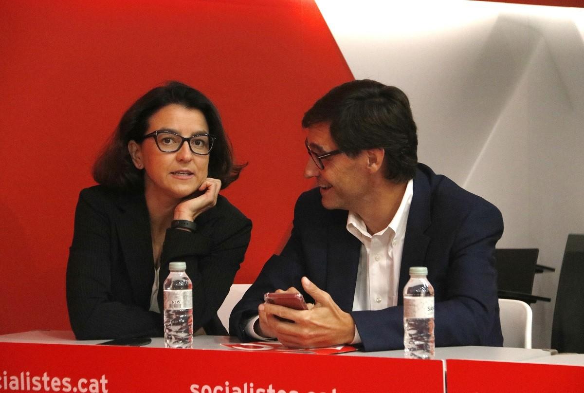 Eva Granados i Salvador Illa conversen en un acte del PSC