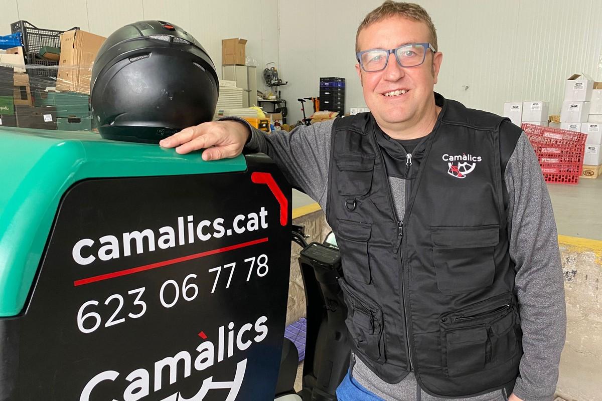 Carles Jódar i la moto elèctrica de Camàlics