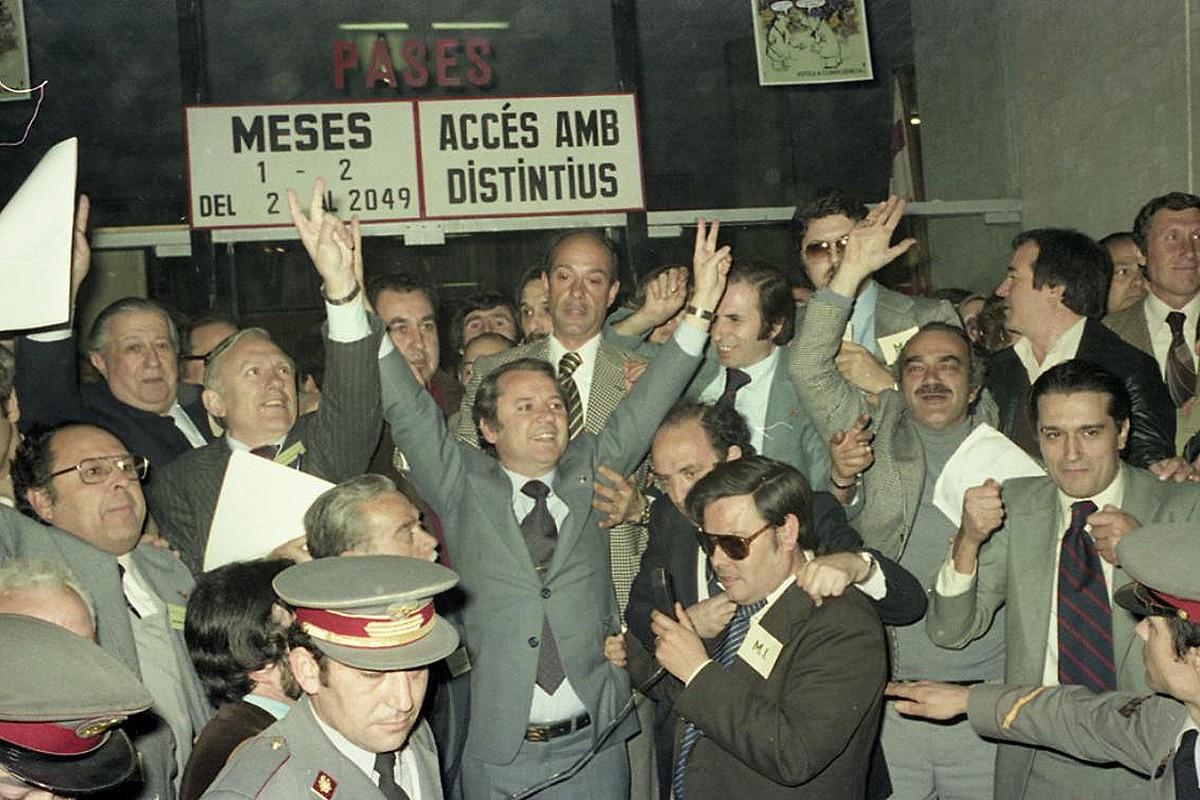 Josep Lluís Núñez celebra el seu triomf en les eleccions a la presidència del Barça celebrades el 6 de maig de 1978