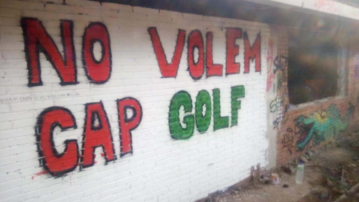 Un mural pintat al camp durant la primera jornada reivindicativa d'Arran