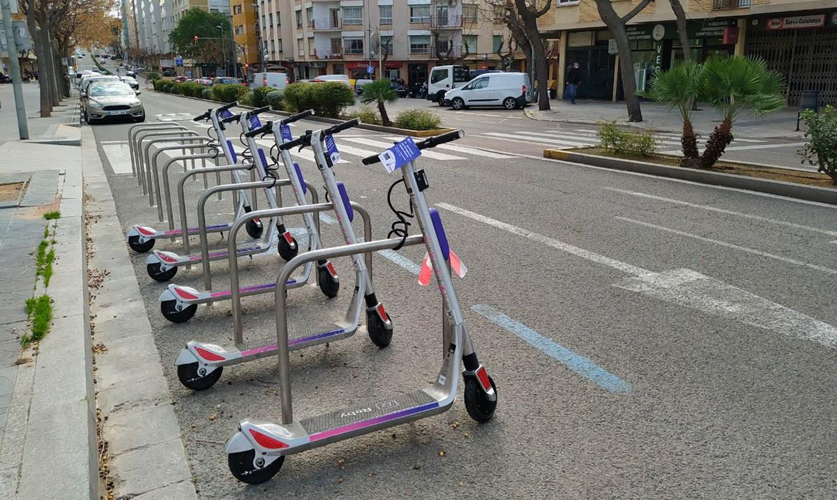Els patinets elèctrics, a l'avinguda Catalunya de Tarragona.