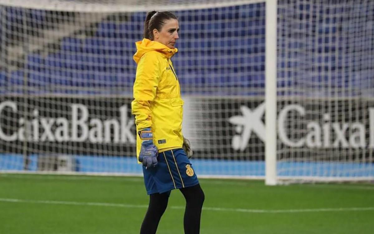 La sabadellenca vestint els colors de l'Espanyol