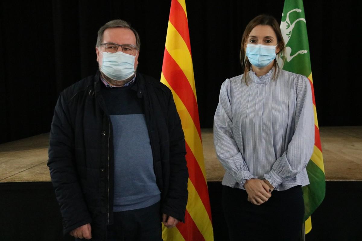 El nou alcalde de Parets del Vallès, Francesc Juzgado, i la regidora de Sumem Esquerres, Casandra García