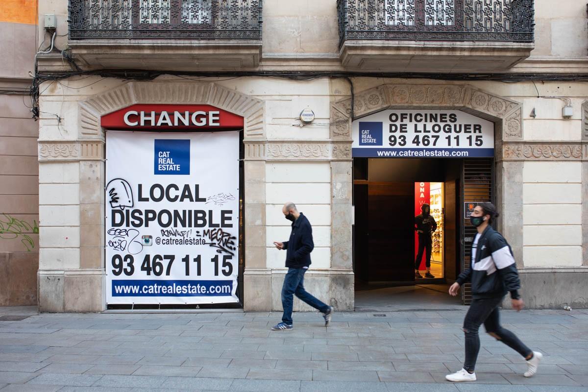 Locals tancats i disponibles per a negocis.