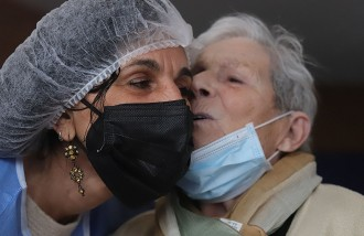 Un petó de la mare després de 300 dies