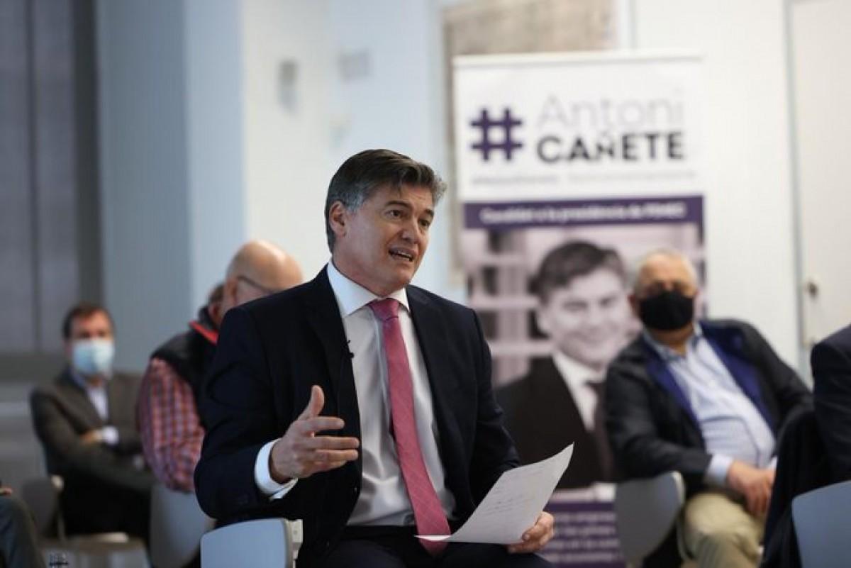 Antoni Cañete amb membres de la seva candidatura.