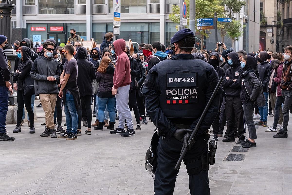 Un agent dels Mossos en una manifestació a Barcelona