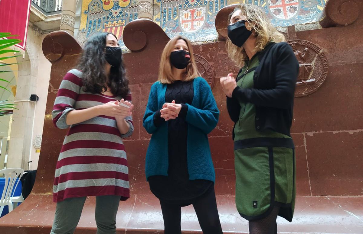 Eva Miguel, Inés Solé i Laia Estrada, aquest matí al pati Jaume I de l'Ajuntament de Tarragona.