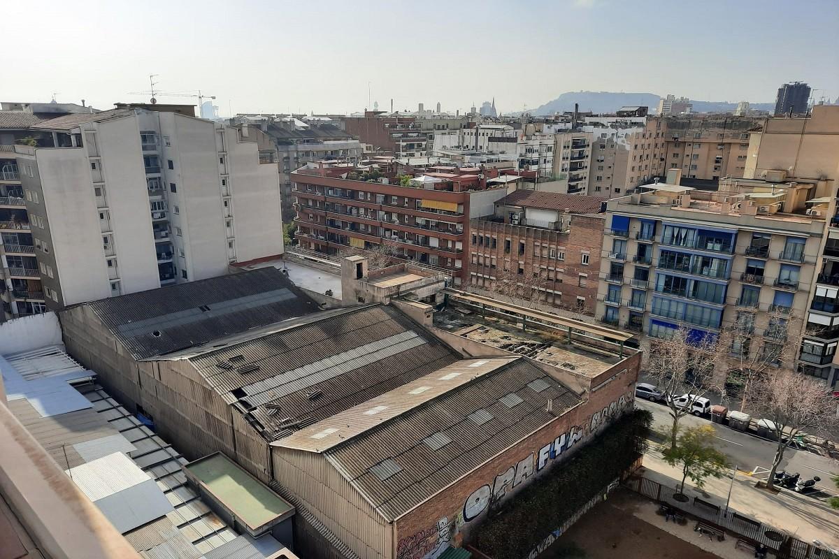 La coberta amb amiant de l'antiga fàbrica d'Eucort