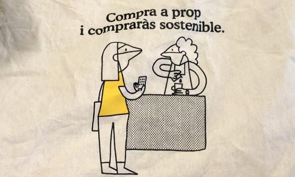 L'Ajuntament de Barcelona promou el comerç de proximitat... amb bosses fetes a la Xina