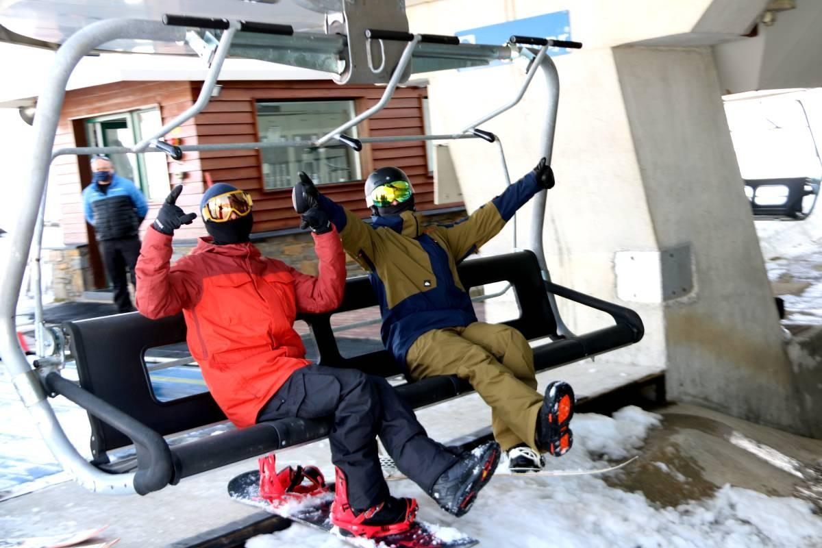 Dos esquiadors, aquest desembre, a l'estació aranesa de Baqueria Beret.