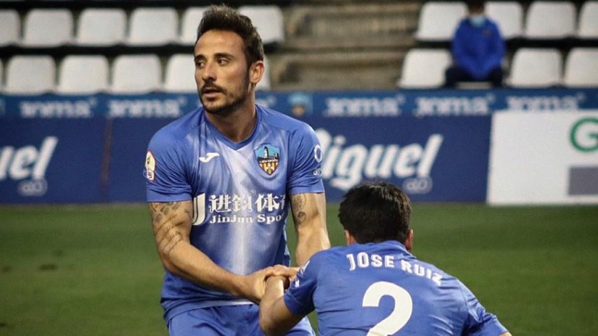 Álvaro González durant un partit