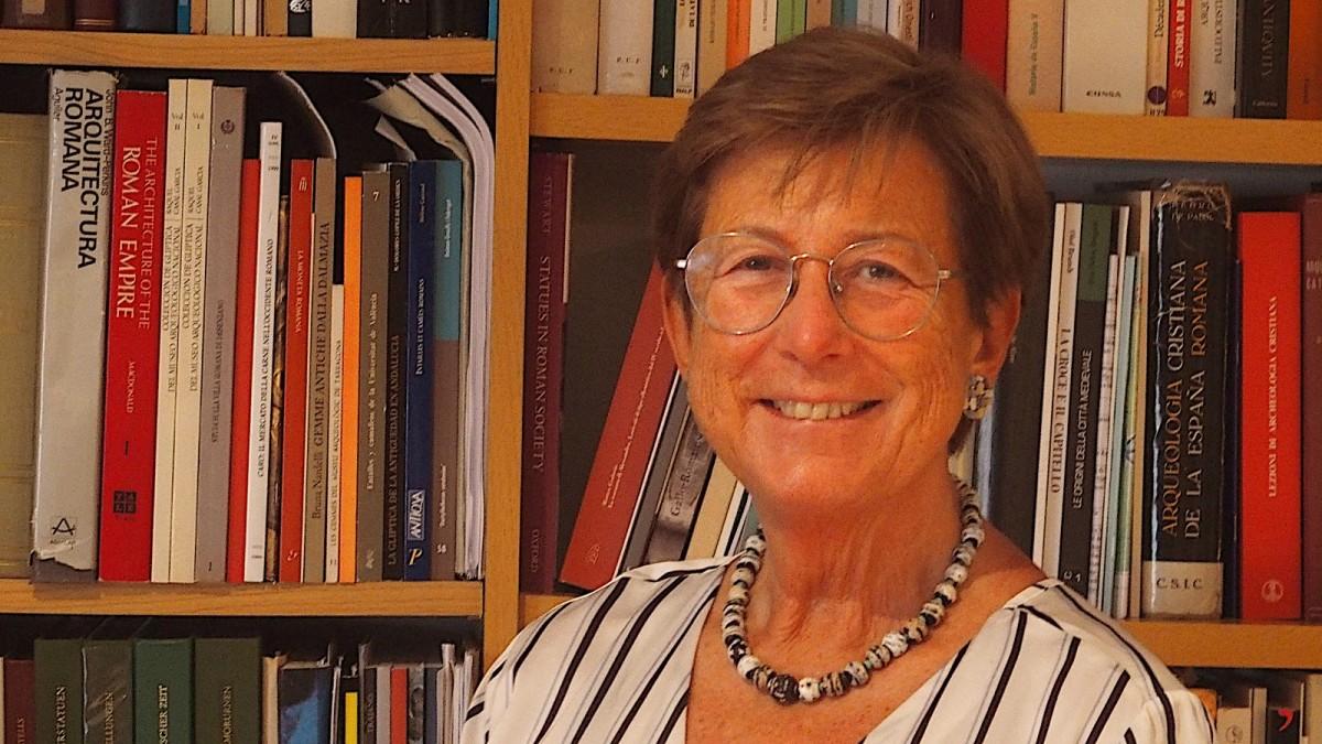 La catedràtica emèrita de la UAB especialitzada en Arqueologia Romana Isabel Rodà, a casa seva.