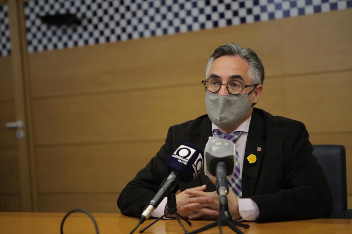 El conseller d'Empresa i Coneixement, Ramon Tremosa, a l'Ajuntament d'Olot.