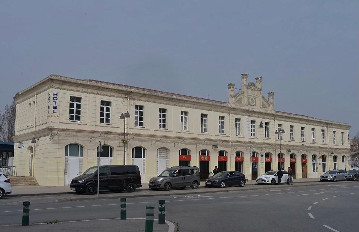 L'edifici de l'estació de tren de Vic