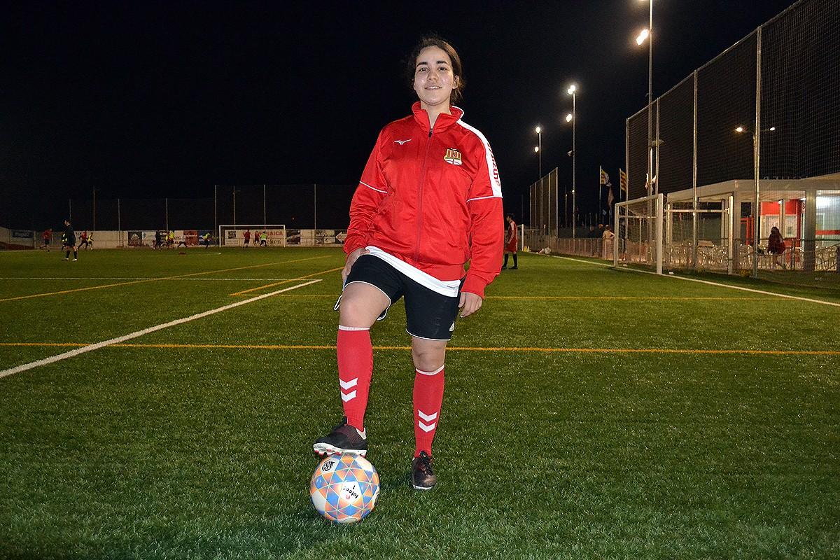 Noura Boukrik, al camp de futbol de la Pirinaica, on entrena
