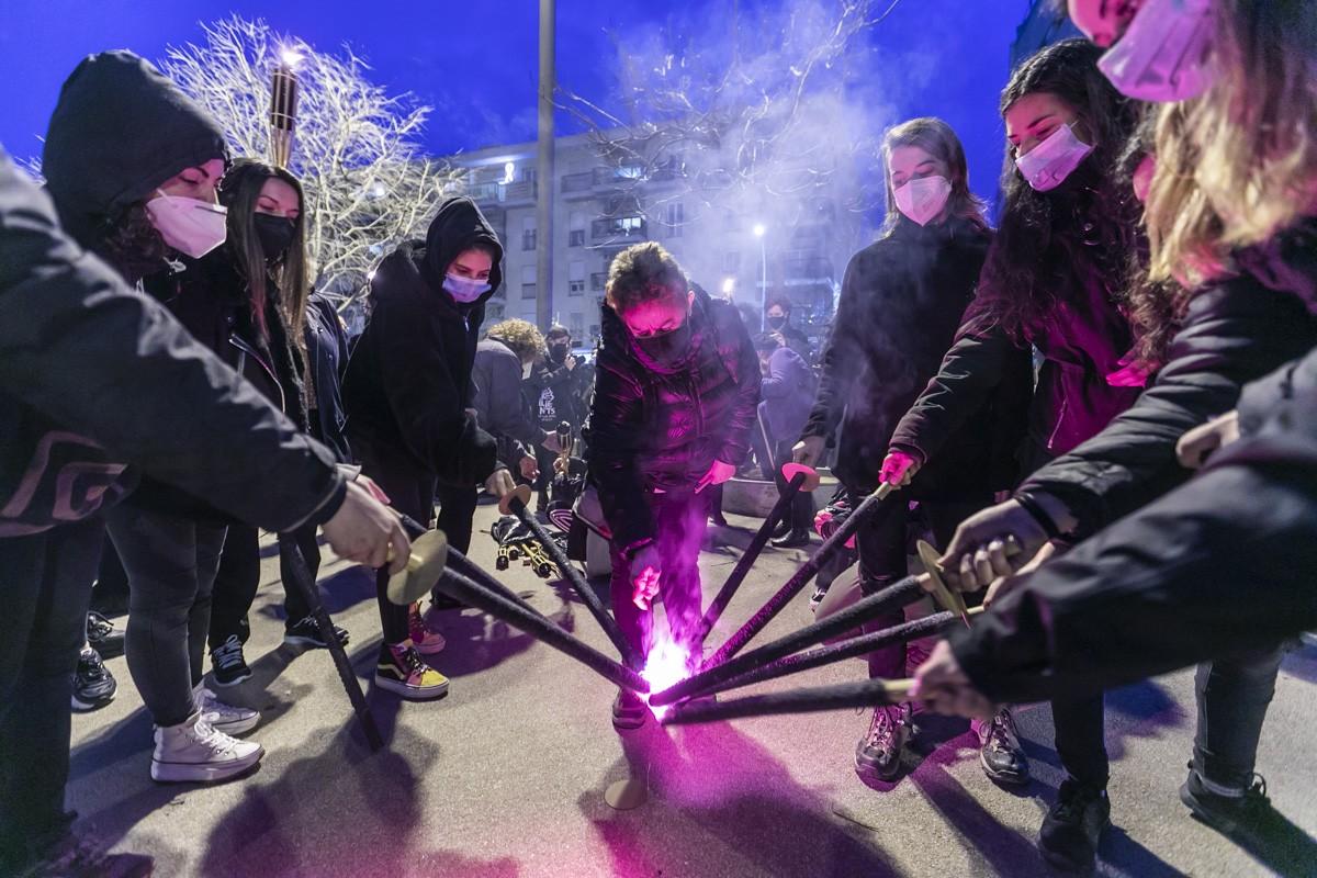 Marxa de torxes feminista del Vallès Occidental a Sabadell.