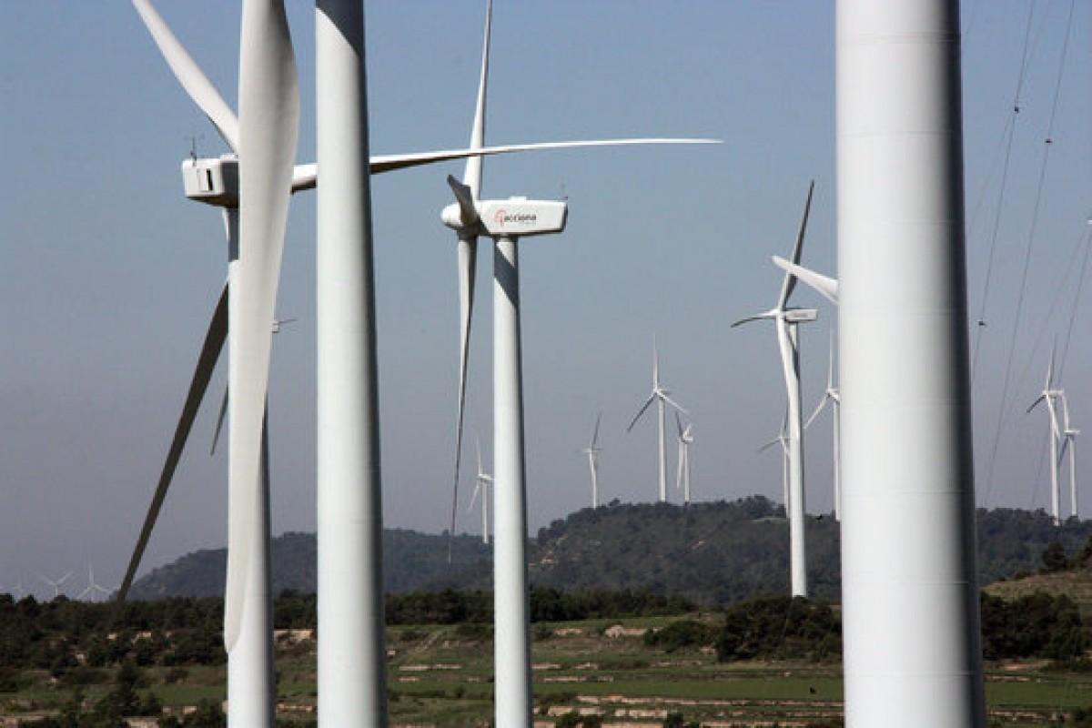 Els molins de vent del parc eòlic de la Serra del Tallat, al límit entre Tarragona i Lleida, en una imatge d'arxiu