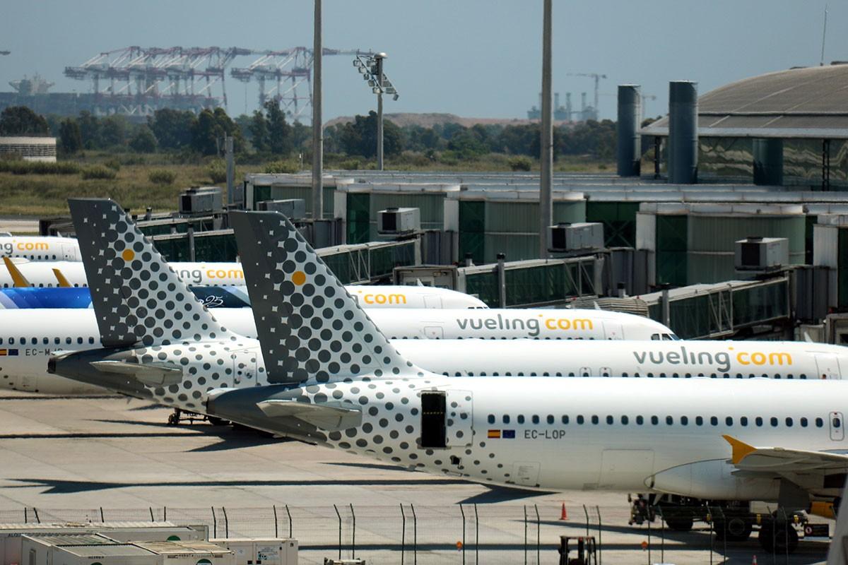 Avions aturats a l'aeroport del Prat.