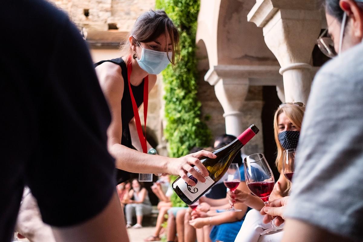 Tast de vins a Sant Pere de Rodes