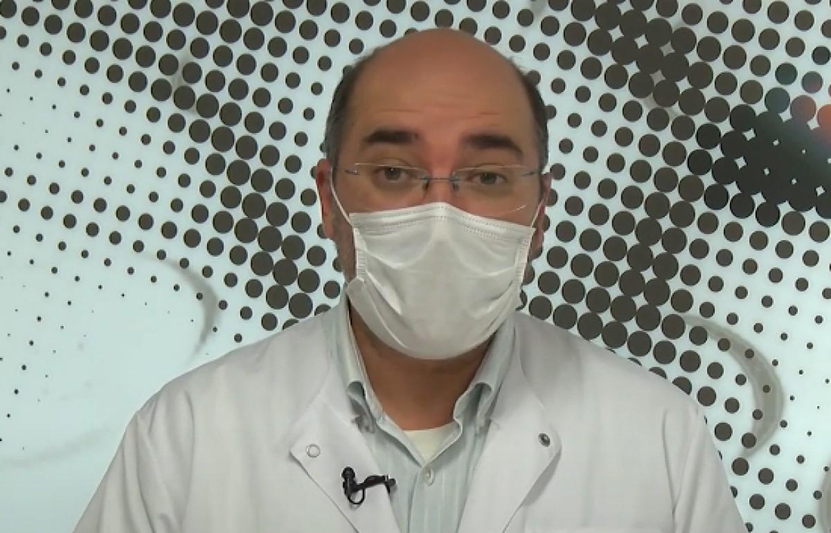 El Doctor Pérez Porcuna és pediatre i doctor en malalties tropicals i infeccioses.