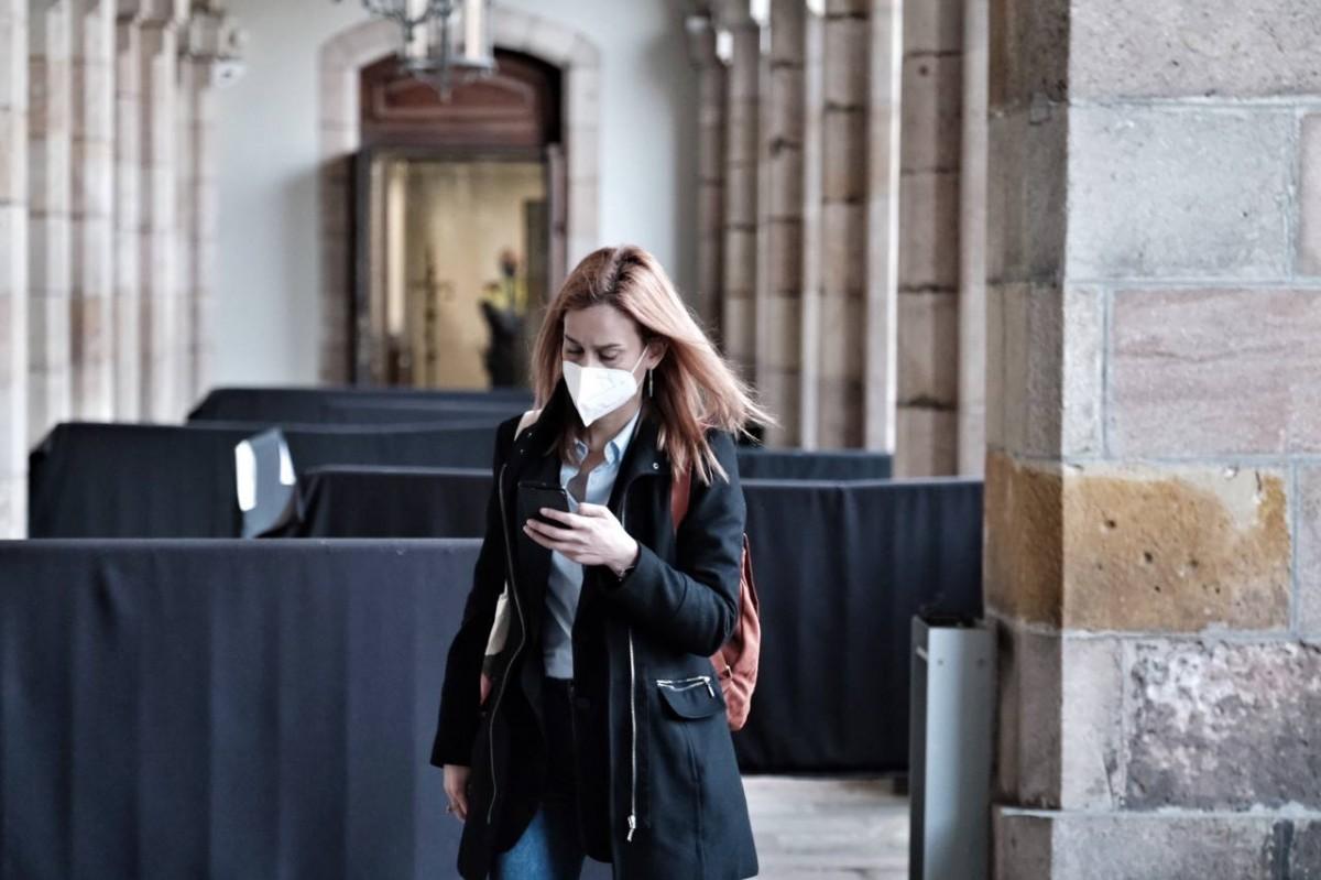 Jéssica Albiach, a l'entrada al Parlament