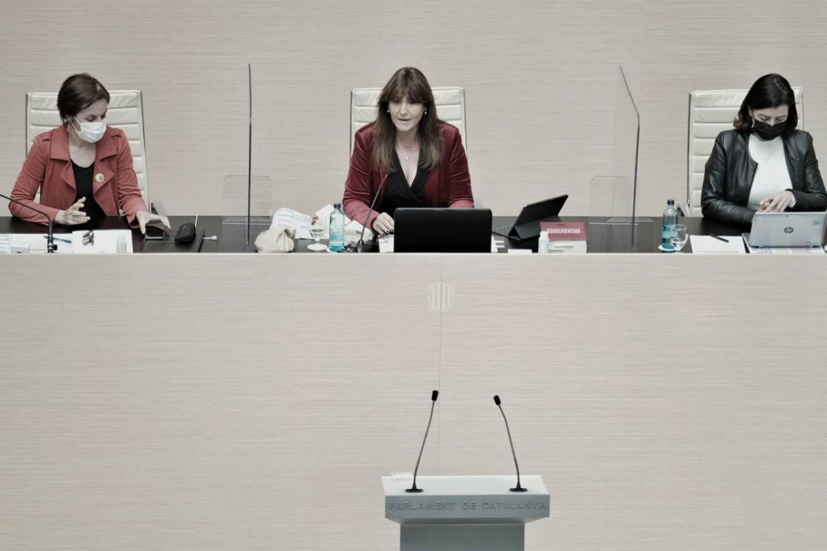 La mesa del Parlament, en el debat d'investidura.