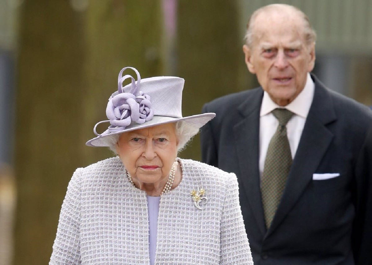 Felip d'Edimburg i la reina Elisabet II en primer pla.