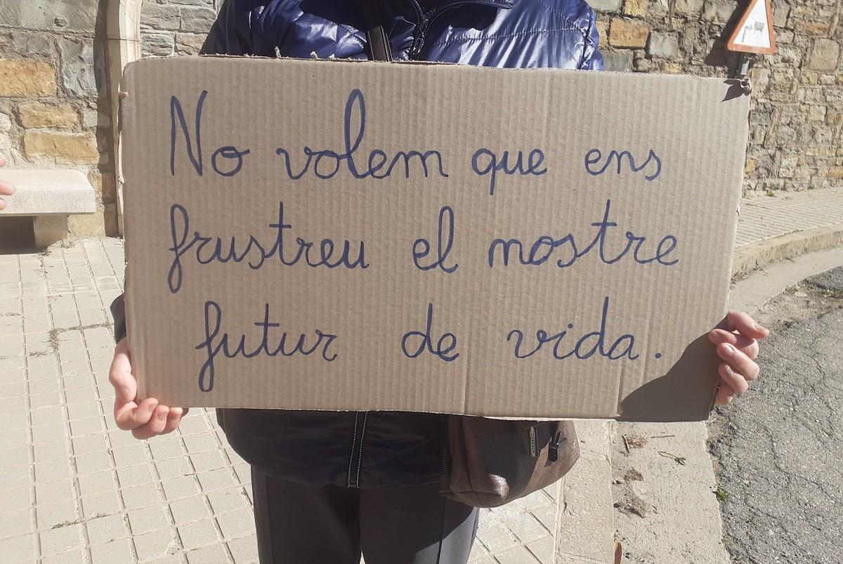 Pancarta de protesta d'una treballadora de la residència