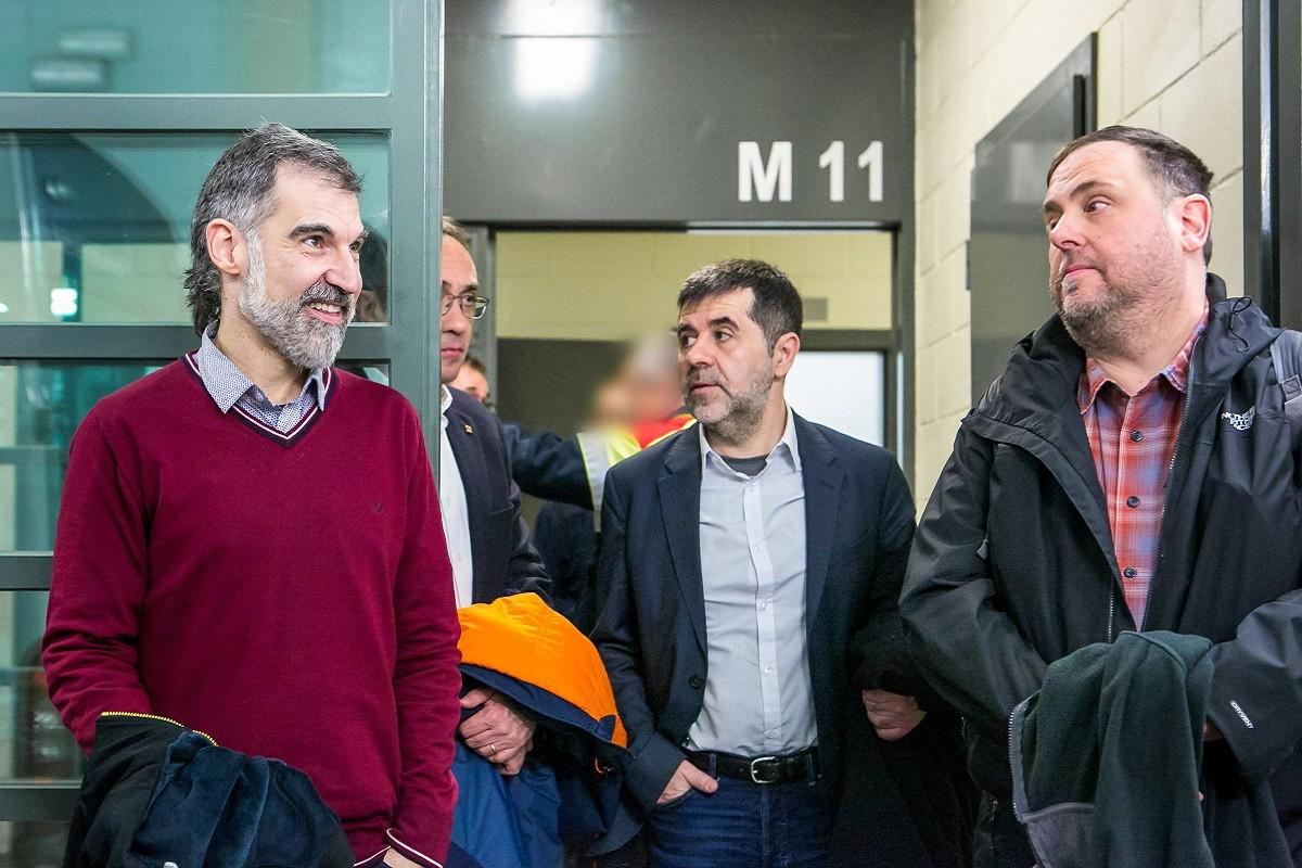 Jordi Cuixart, Josep Rull, Jordi Sànchez i Oriol Junqueras durant el seu trasllat a Madrid pel judici de l'1-O
