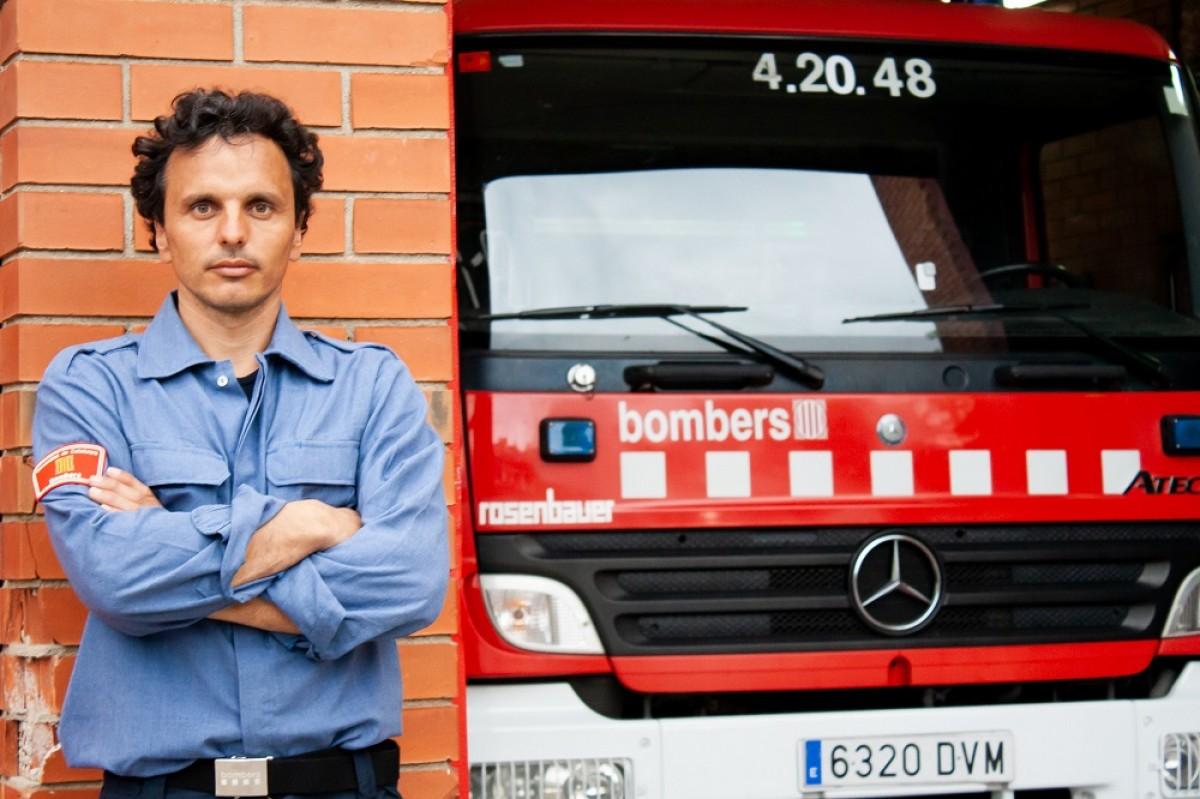 Didac Costa és bomber de professió i navegant aficionat  des de que era petit.
