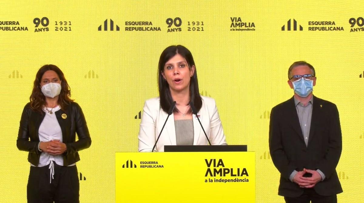 Marta Vilalta, acompanyada de Laura Vilagrà i Josep Maria Jové, aquest dilluns