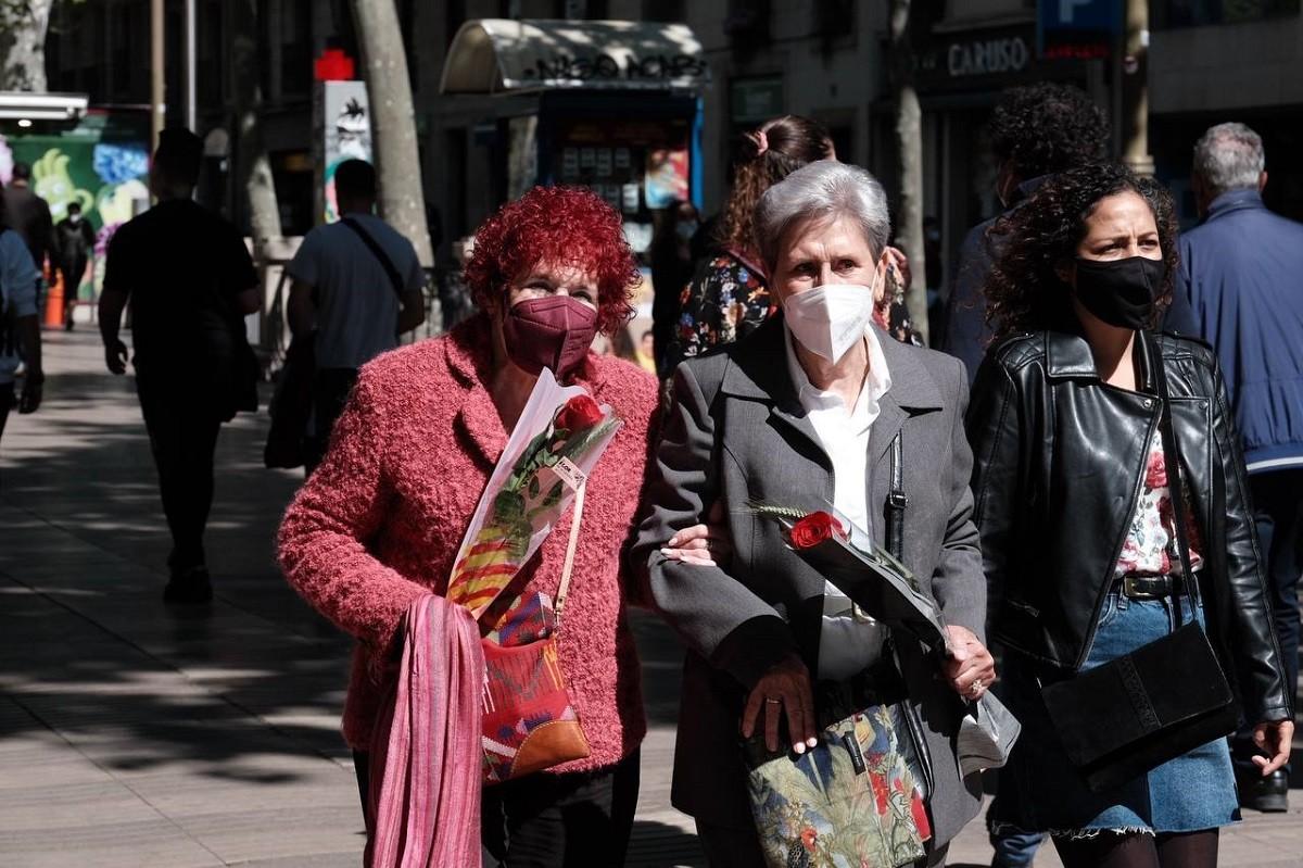 La diada de Sant Jordi a la Rambla de Barcelona