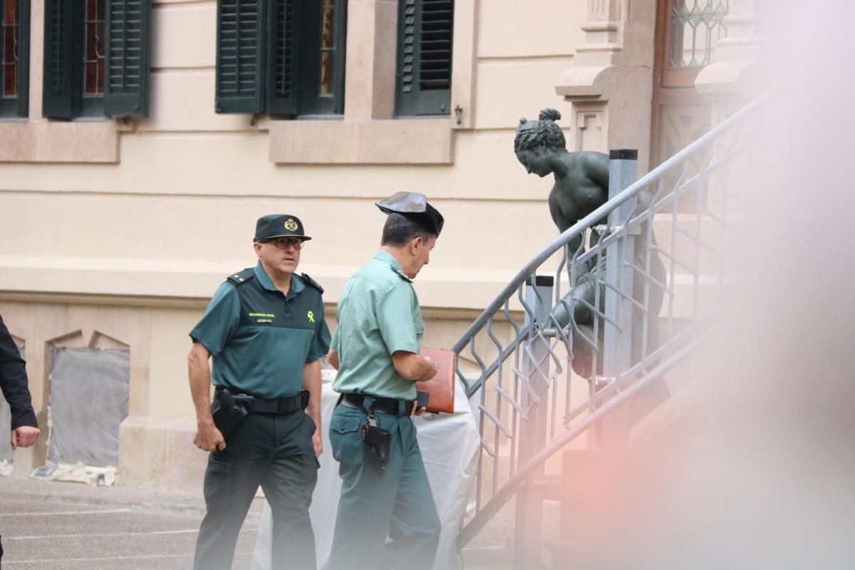 El cap de la Guàrdia Civil a Catalunya llueix un tricorni durant la tardor del referèndum.