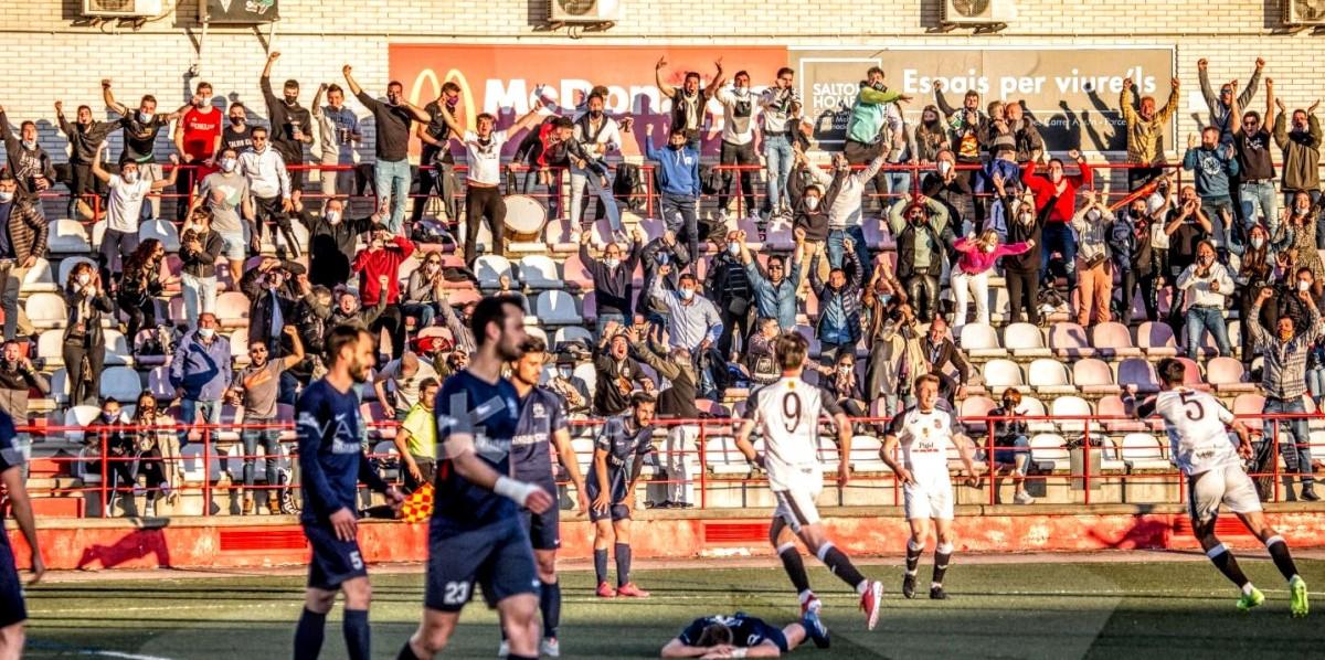 Les grades del camp de l'Atlètic Lleida, plenes