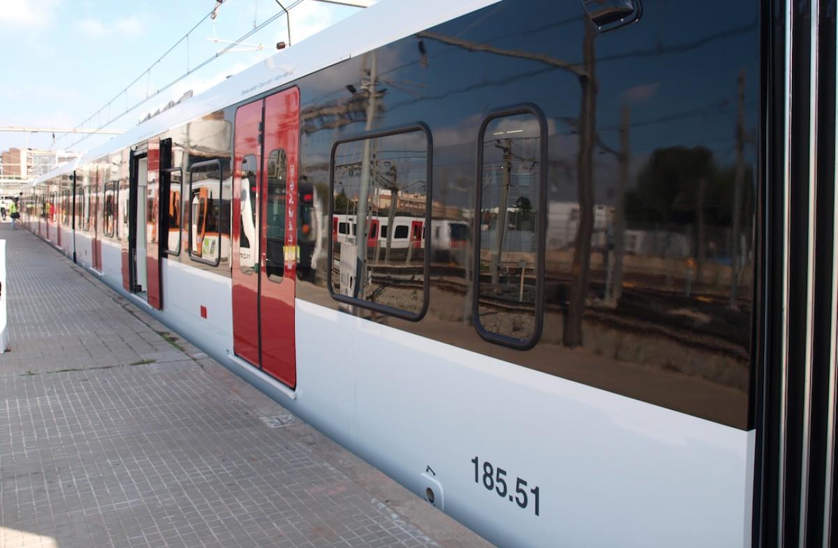 Una de les noves unitats de tren al Metro del Vallès