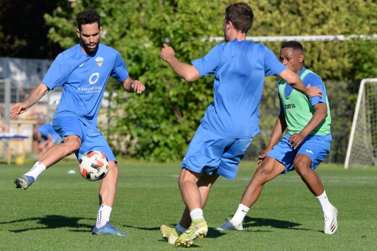 Tres jugadors entrenant