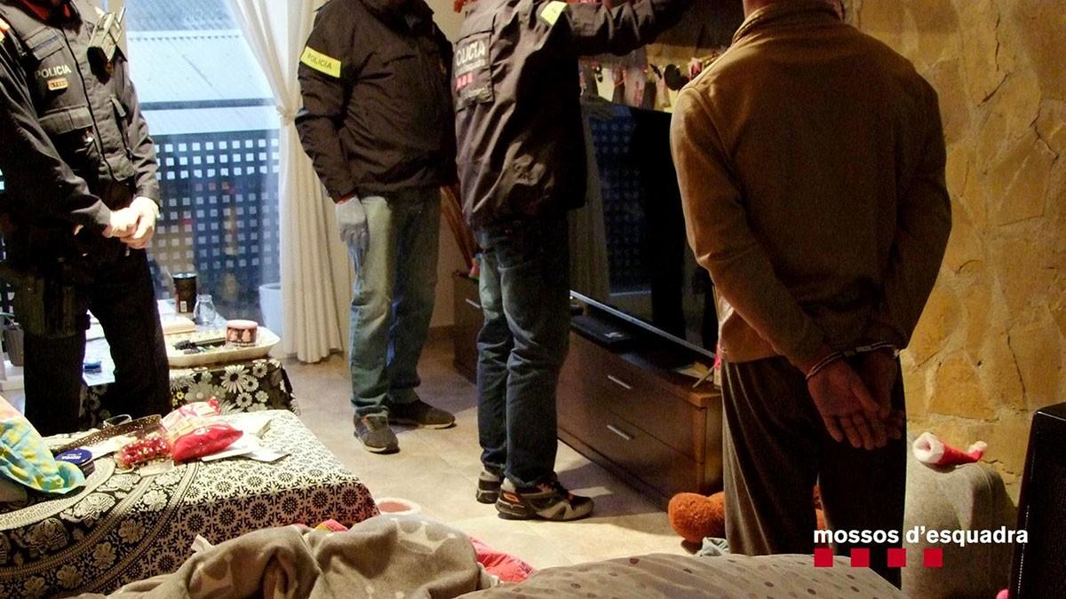 Escorcoll d'un domicili i detenció d'un dels integrants del grup criminal dedicat al tràfic de marihuana i vinculat a l'homicidi de Flix.