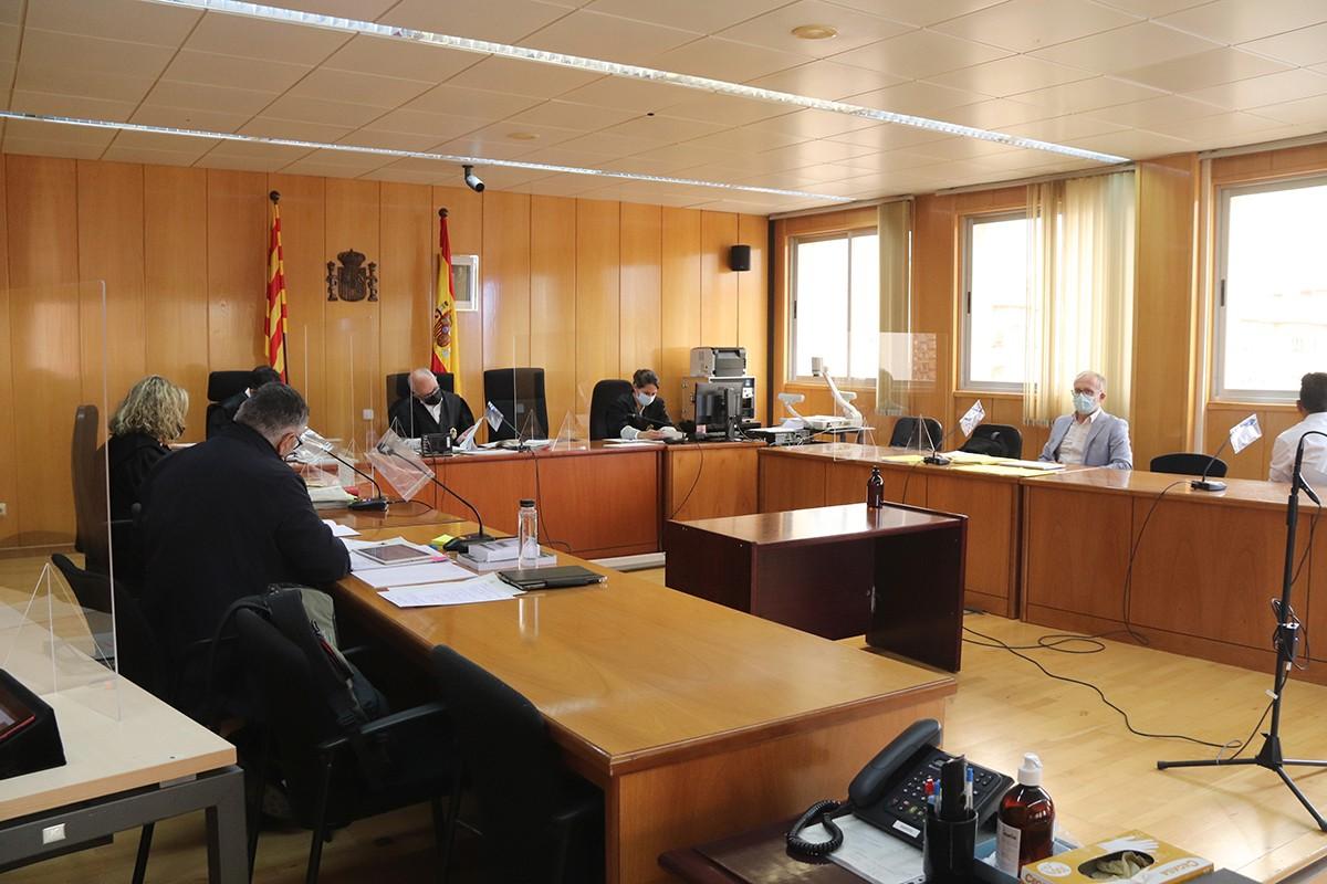 Els moments previs a l'inici de la vista, a l'Audiència Provincial de Tarragona.
