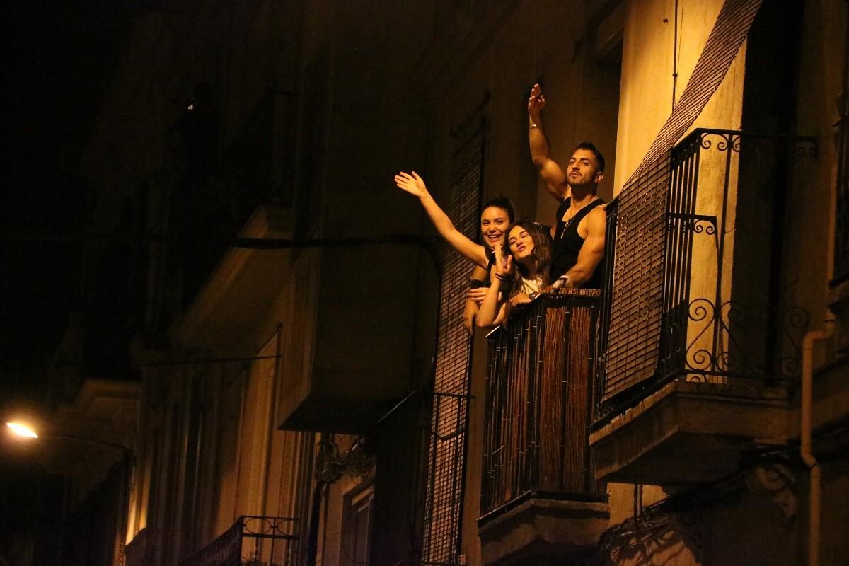 Celebracions espontànies per la fi de l'estat d'alarma i el toc de queda.