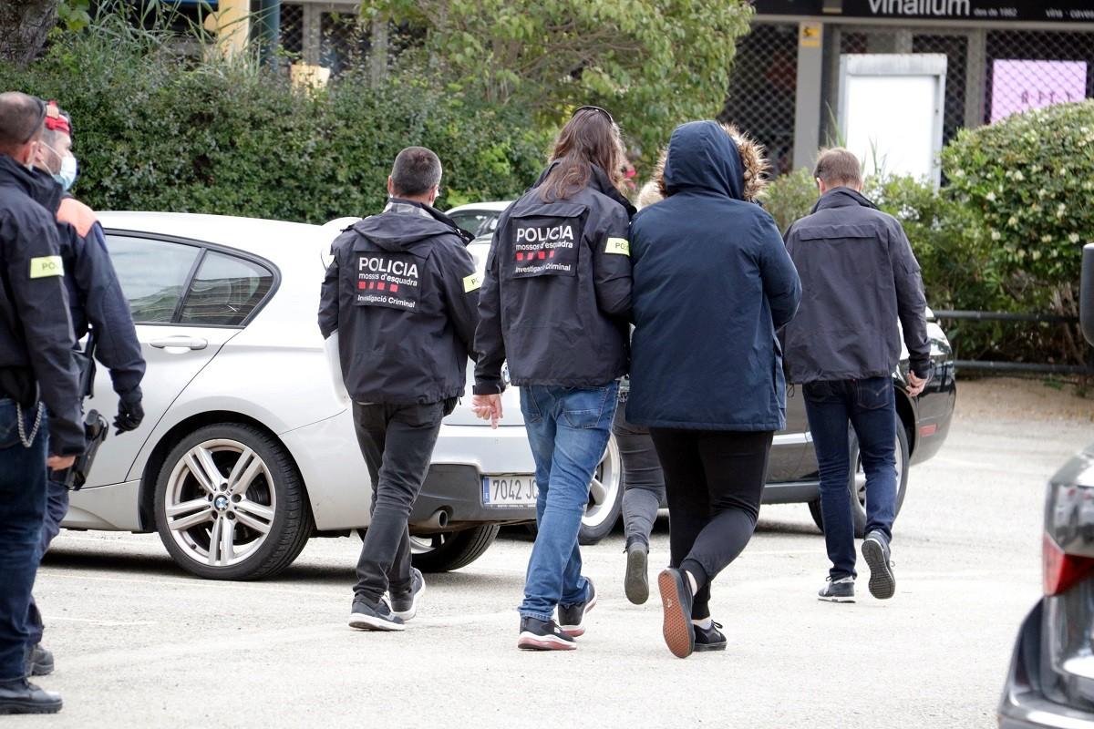 Mossos d'Esquadra s'enduen un detingut en el marc d'una operació contra una xarxa dedicada a falsificar carnets de conduir amb informació de la DGT